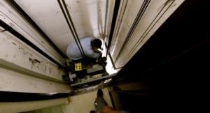 Vérification de la bonne levée des réserves ascenseur après la réalisation de travaux réglementaires ascenseur
