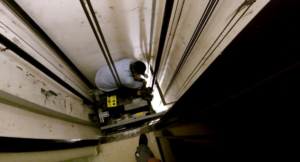 Contrôle après des problèmes de maintenance ascenseur